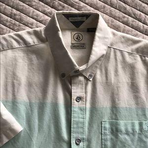 Volcom Men's short sleeved button down shirt
